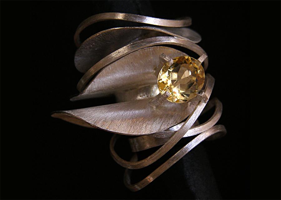 Anel em prata com pedra