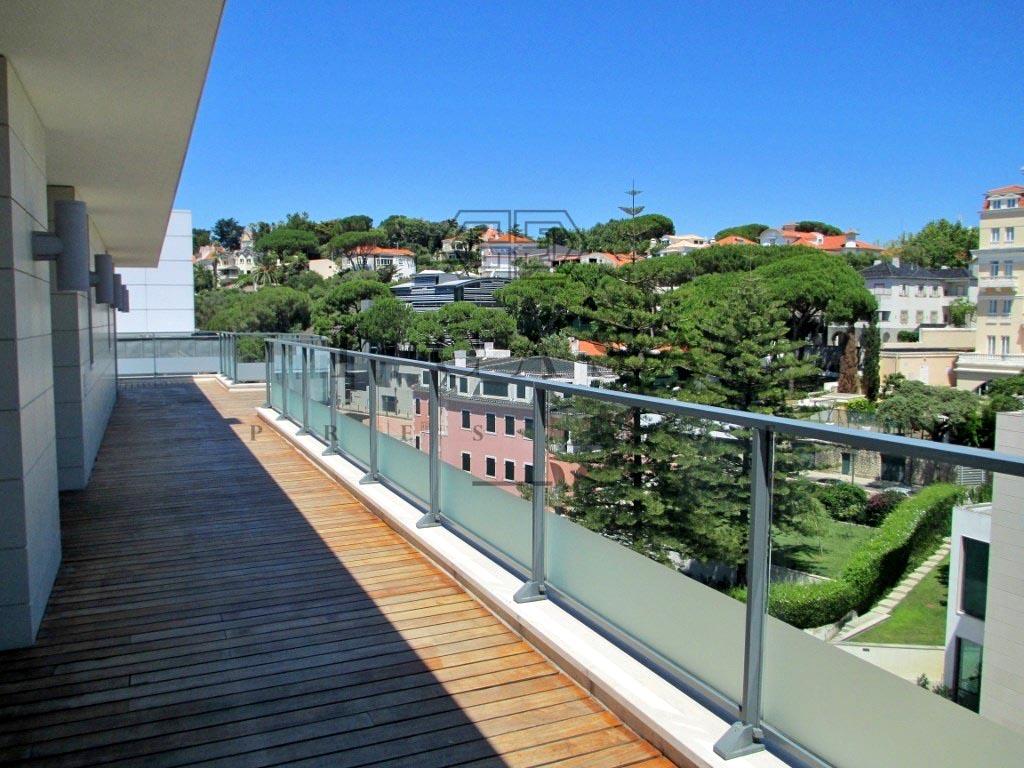 Apartamento T3 Duplex - Estoril-12