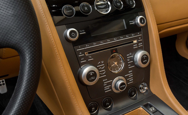 Aston Martin V8-1
