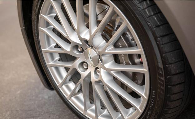 Aston Martin V8-2