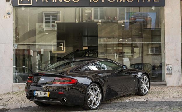Aston Martin V8 Vantage Coupe-1
