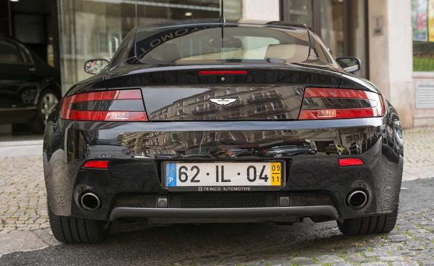 Aston Martin V8 Vantage Coupe-3