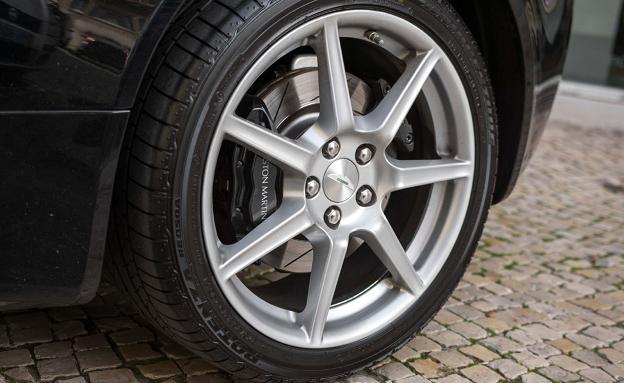 Aston Martin V8 Vantage Coupe-4