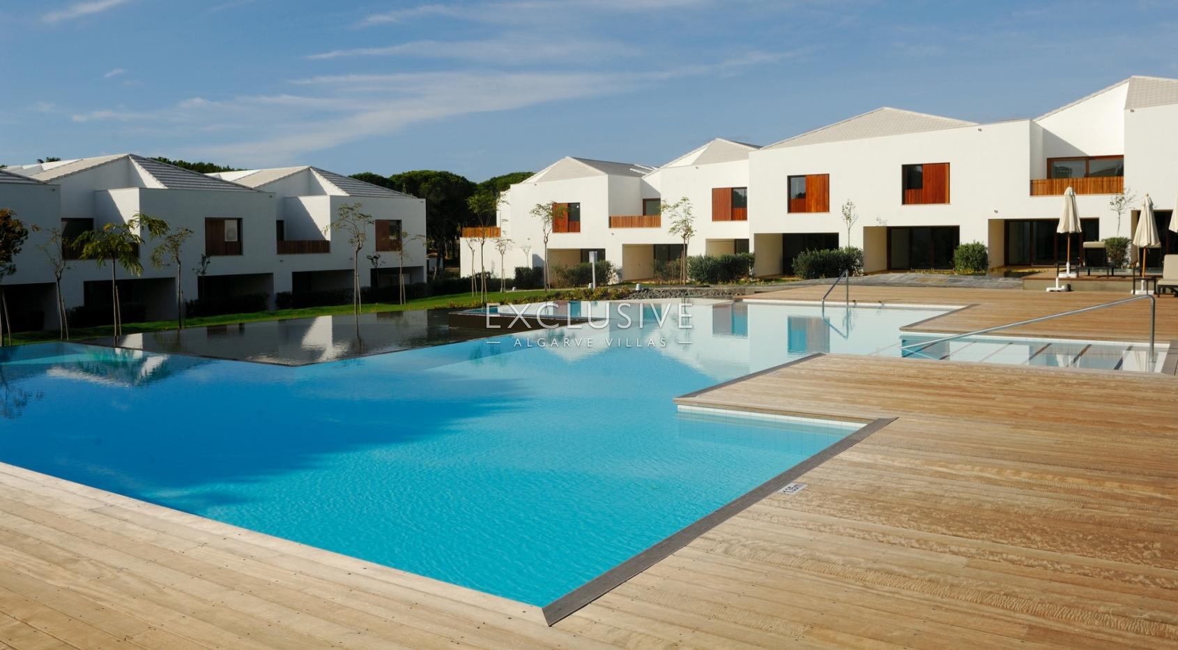 Fantástica oportunidade, V3 + 1 duplex,  moradias para venda resort d_1