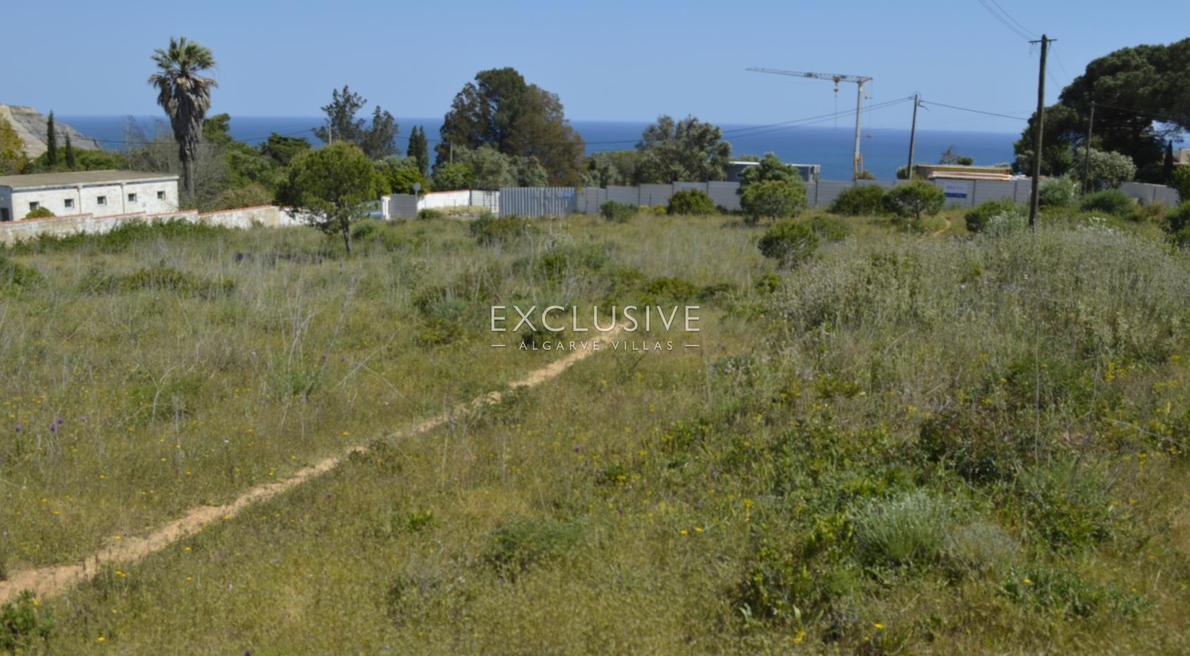 Grande lote de terreno com vista mar para venda na Luz Lagos, Algarve_3