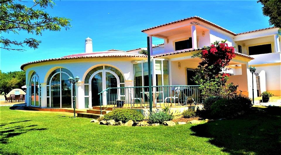 Grande propriedade em Carvoeiro, perto do clube de Ténis para venda_1