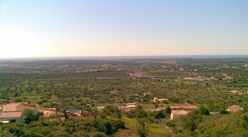 Grande virada a sul, de terreno com projecto para duas moradias em Pé_1