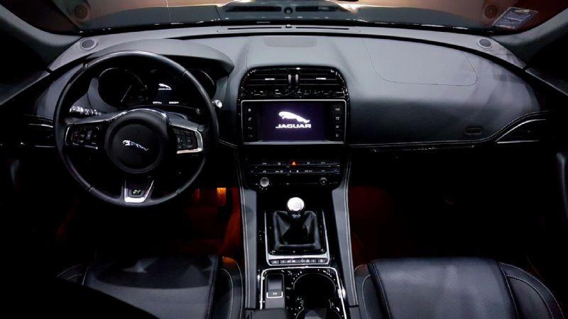 Jaguar F-Pace R Sport-1