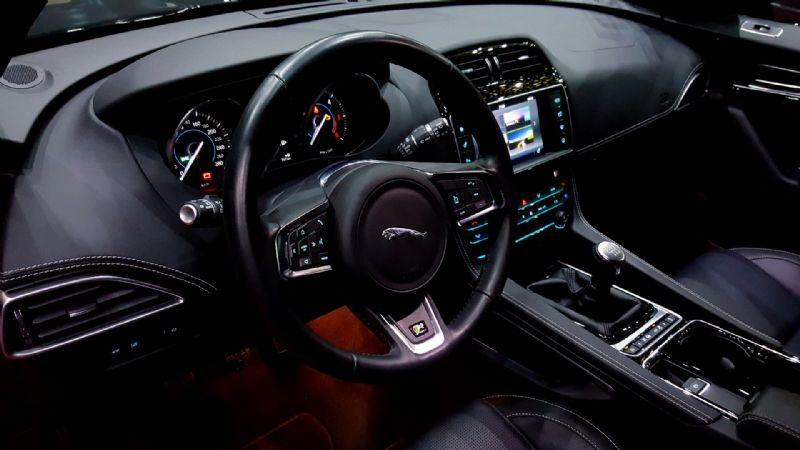 Jaguar F-Pace R Sport-2