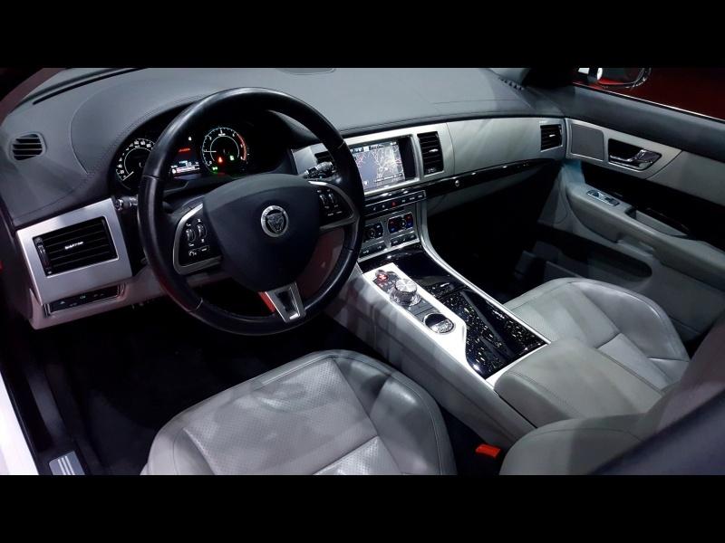 Jaguar XF 2.2D Premium Luxury-1