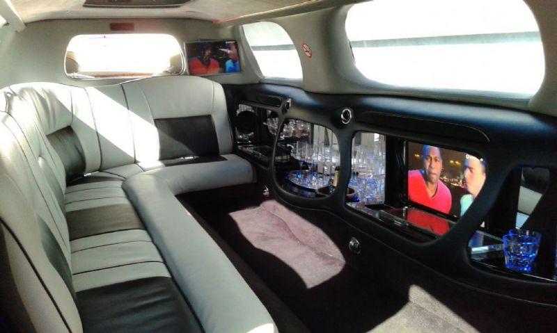 Lincoln Town Car Limousine-3