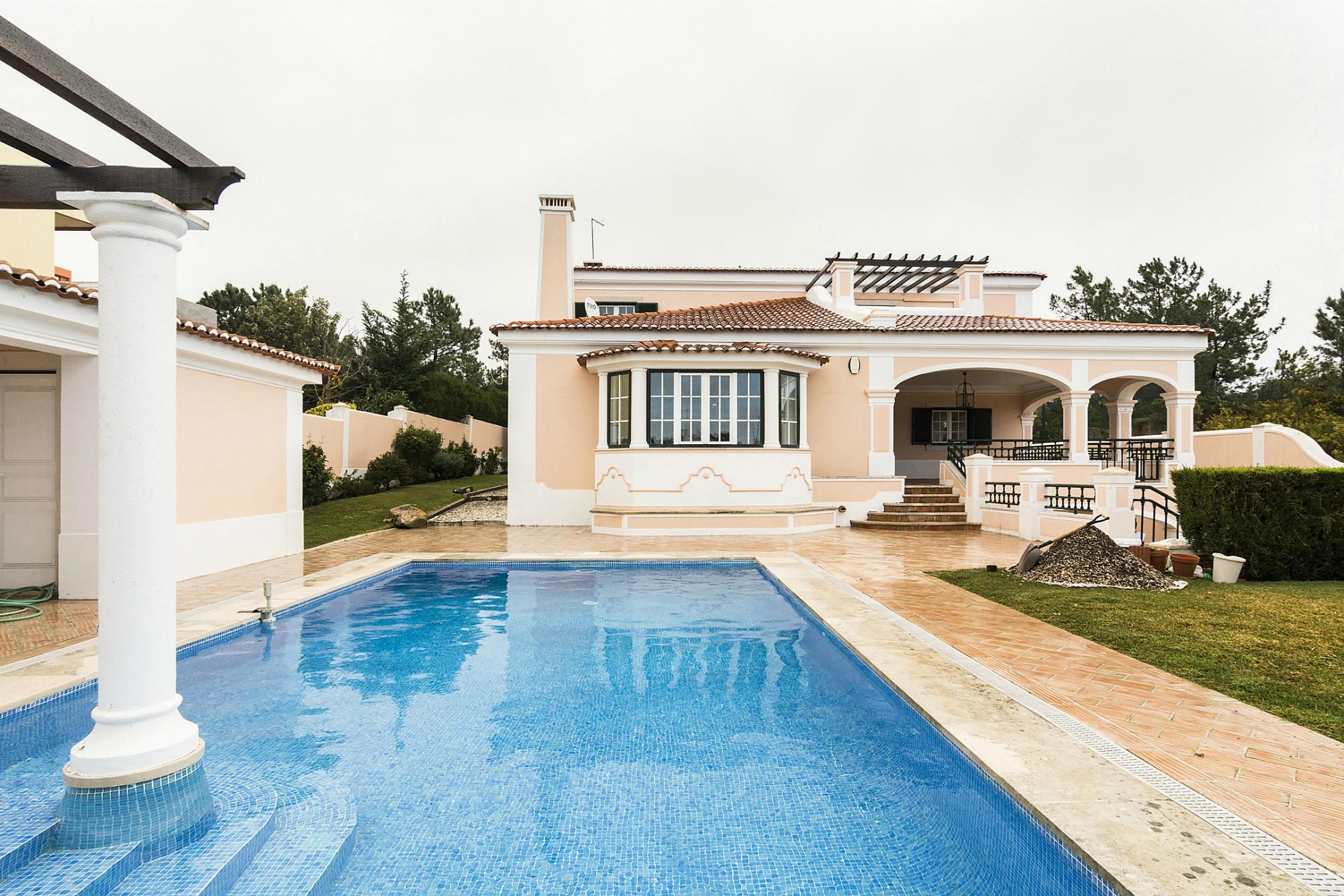 Luxuosa moradia T5 com piscina - Estoril