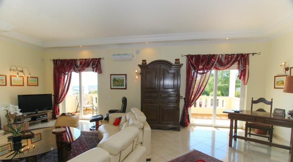 Moradia de boa construção com 4 quartos, com vista mar à venda em L_3