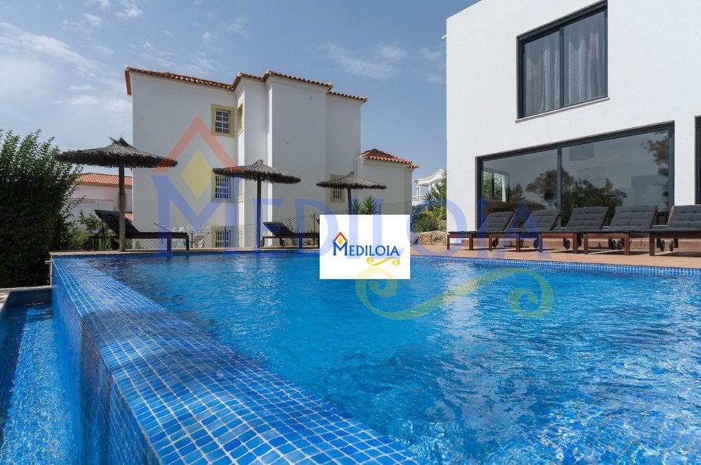 Moradia de luxo T4 com piscina
