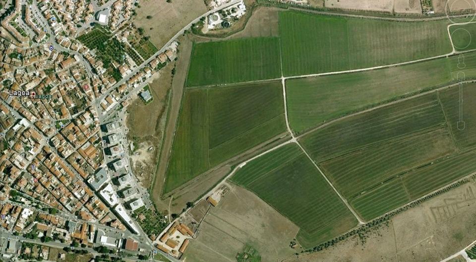Terreno no centro de Lagoa, para a construção de 12 moradias geminad_1