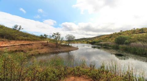 134 hectares de terreno com 2 casas para venda perto de Lagos, a Oeste_1