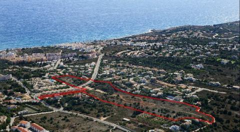 Grande desenvolvimento de terreno para construção de moradias ou de _1